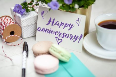 What Are the Traditional Wedding Anniversary Gifts by Year